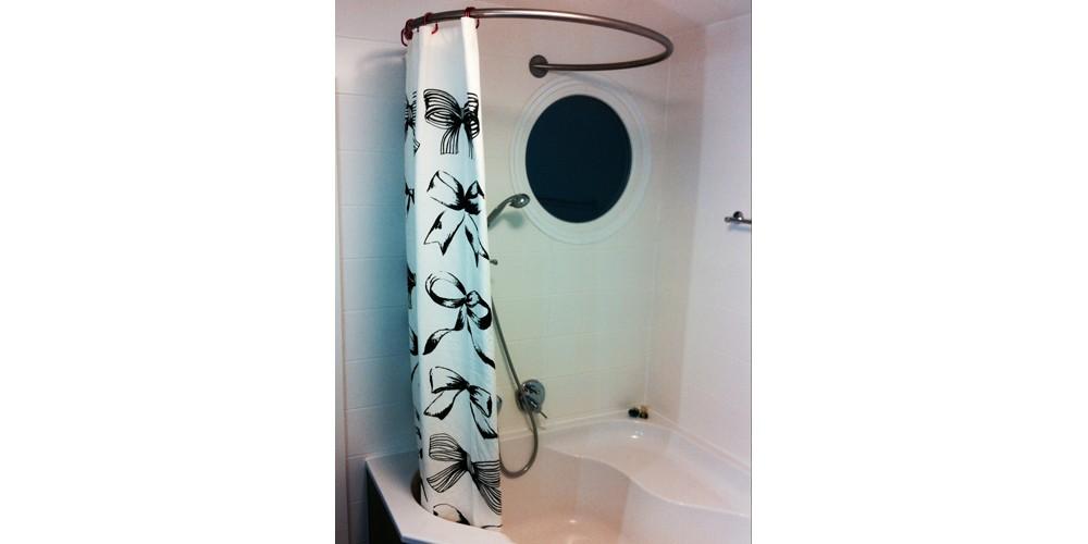 Tringle rideau de douche circulaire GalboBain et baignoire d'angle Alterna Marea de Sanitas Troesch