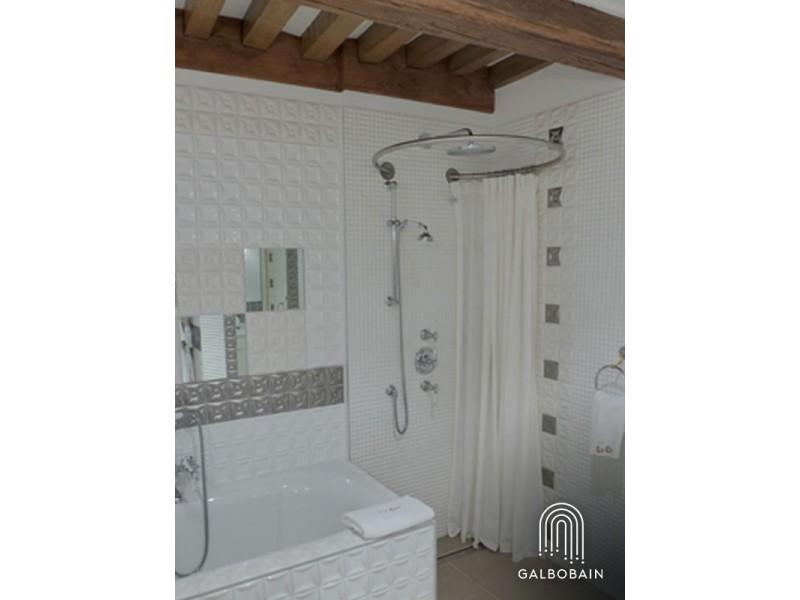 GalboBain équipe la douche à l'italienne de la suite Puligny de l'hôtel Le Cep de Beaune