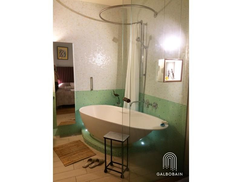 La baignoire ilot et la solution circulaire GalboBain: fonction et décoration