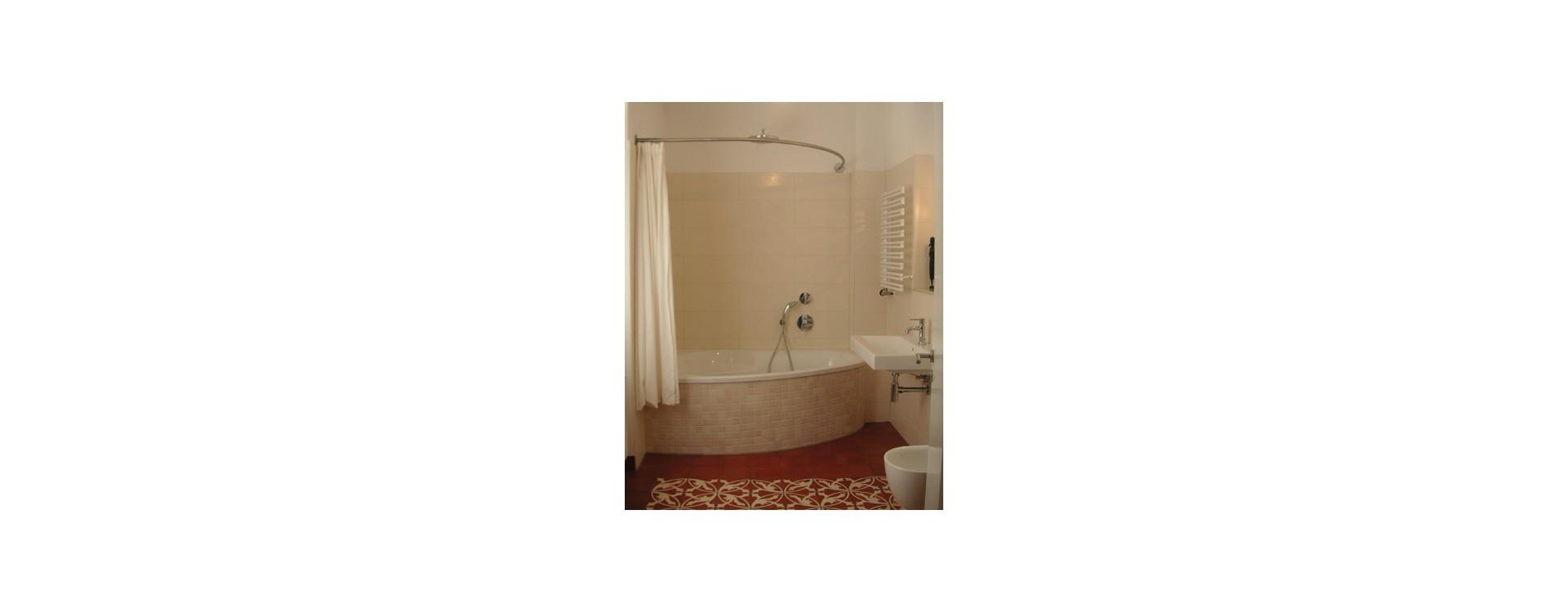 GalboBain: une tringle à rideau de douche sur-mesure pour une baignoire asymétrique