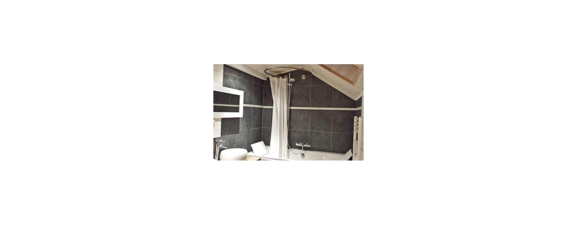baignoire evok de jacob delafon et cabine de douche circulaire galbobain galbobain. Black Bedroom Furniture Sets. Home Design Ideas