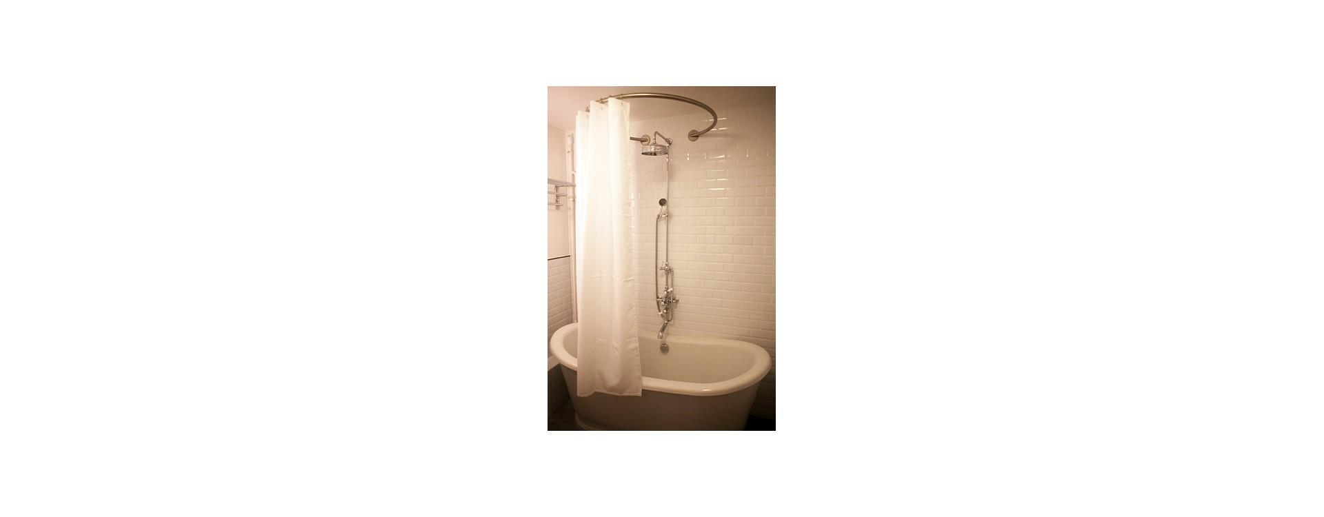 Baignoire sabot et barre de rideau de douche circulaire | GalboBain