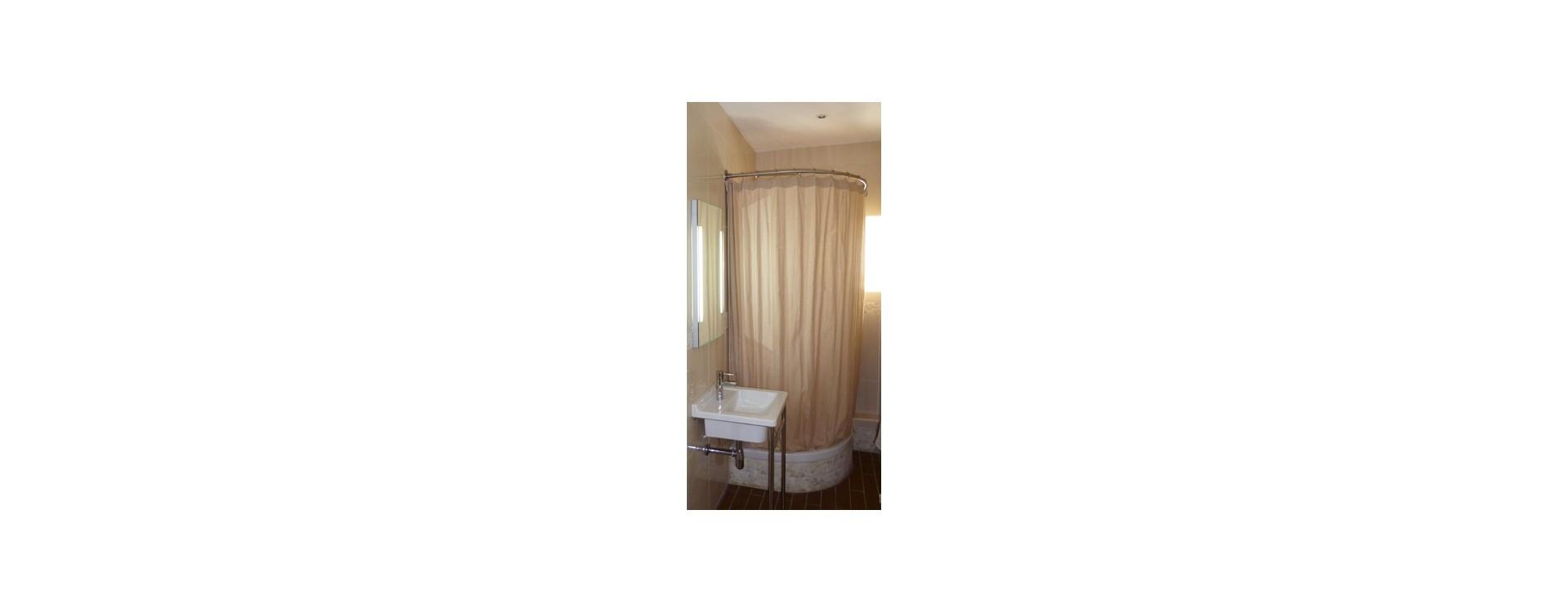 GalboBain: une solution rideau de douche élégante et pratique pour douche d'angle avec receveur quart de rond