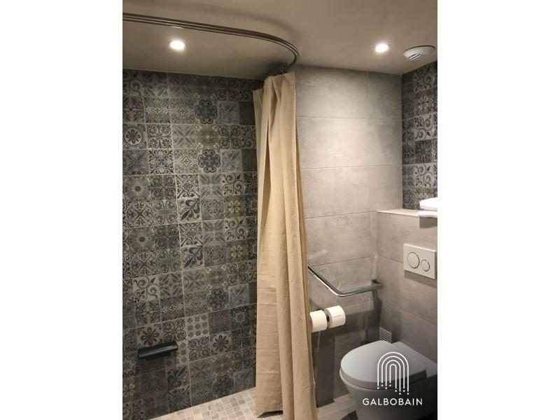 GalboBain équipe les salles de bain PMR du nouvel hôtel du commerce à Castellane