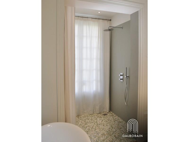 """GalboBain présente : """"Fenêtre sur douche"""""""