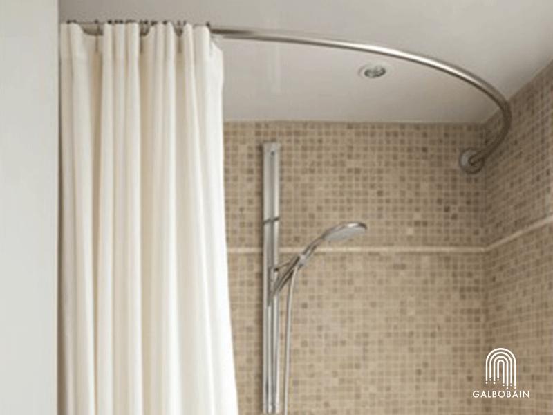 GalboBain équipe la baignoire asymétrique : une solution ergonomique et esthétique