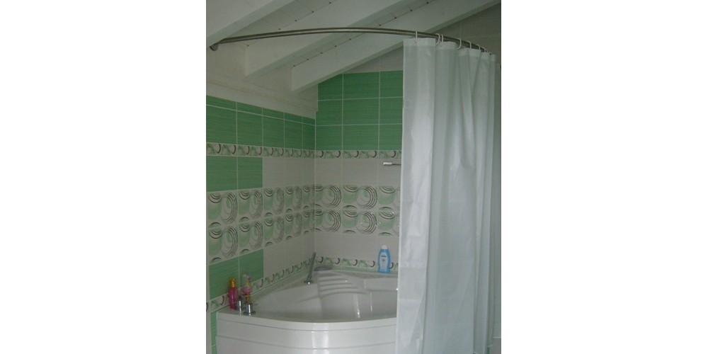 Une paroi de douche pour la baignoire d'angle - Modèle Vogue