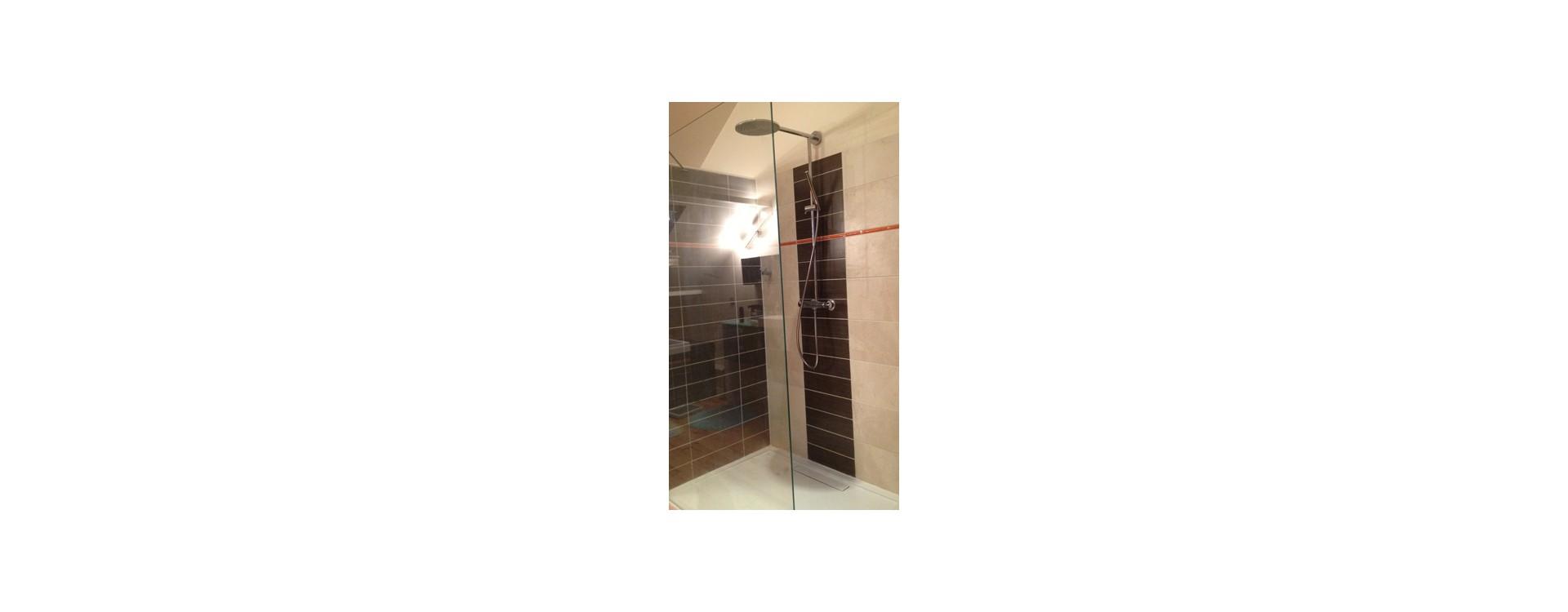 Paroi de douche en verre et tringle à rideau de douche d'angle sur-mesure GalboBain