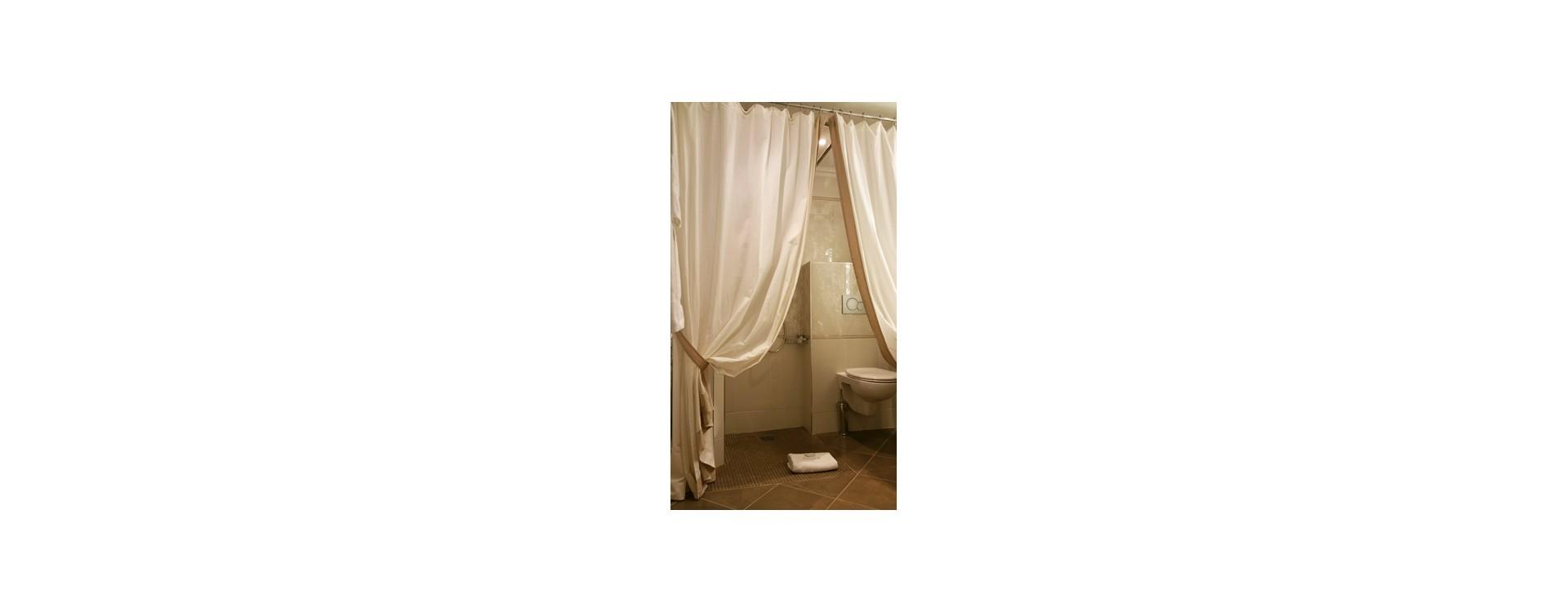 galbobain equipe les douches italienne pmr de l 39 hotel regina galbobain. Black Bedroom Furniture Sets. Home Design Ideas