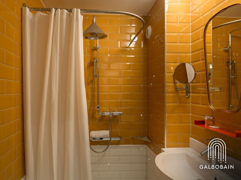 GalboBain équipe les douches italiennes PMR de l'hôtel Exquis