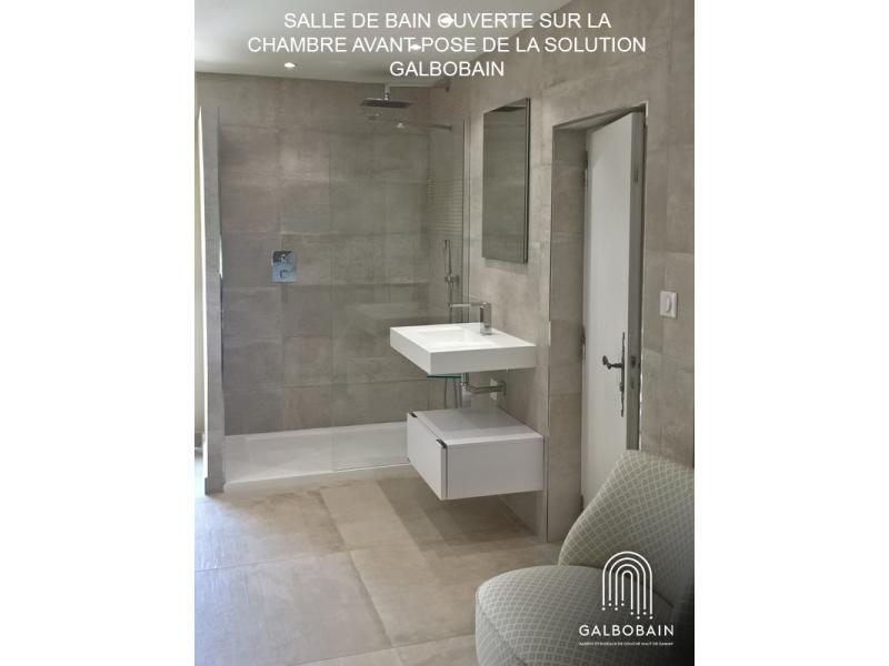 Salle de bain ouverte sur une chambre et solution GalboBain
